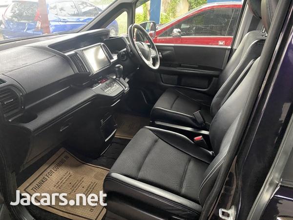 Honda Stepwgn Spada 2,0L 2013-6