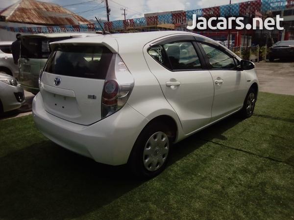Toyota Aqua 1,6L 2014-9