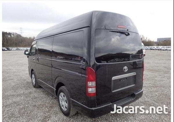 Toyota Hiace Van 3.0 2017-3