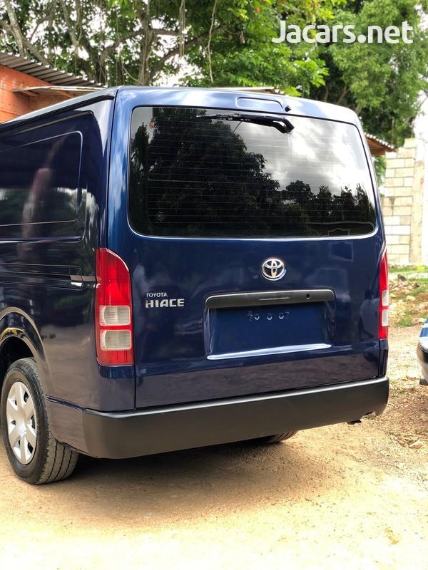 Toyota Hiace 2,4L 2014-6