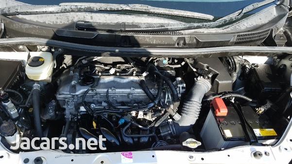 Toyota Voxy 2,0 L 2012-5