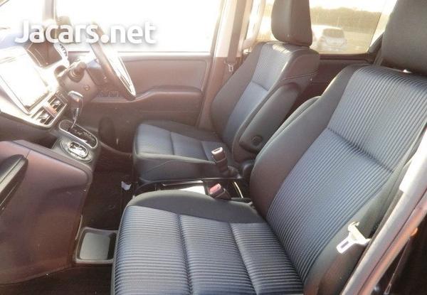 Toyota Voxy 1,9L 2014-7