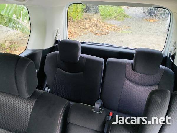 Nissan Serena 2,0L 2012-7