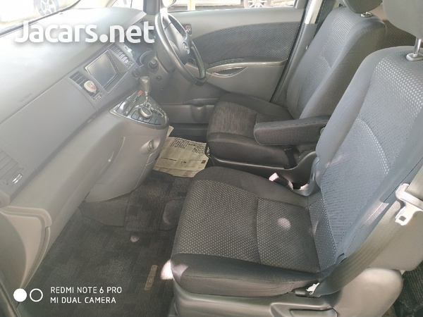 Toyota Isis 2,0L 2010-6