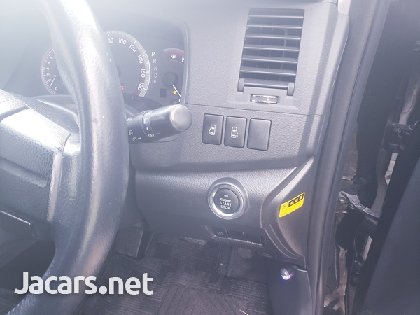 Toyota Isis 2,0L 2012-6