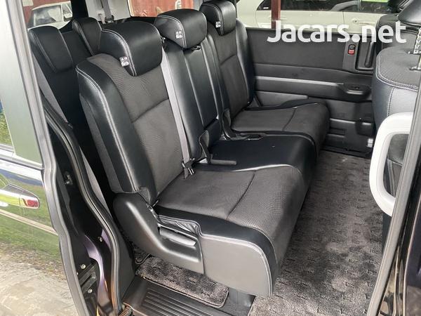 Honda Stepwgn Spada 2,0L 2013-5