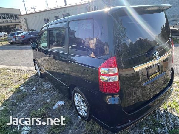Toyota Noah 2,0L 2013-5