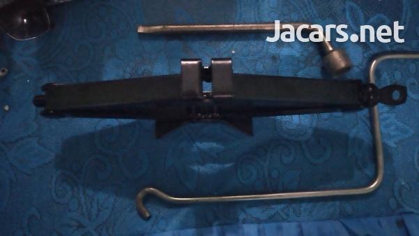 Scissors Jack-1