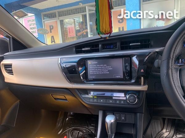 Toyota Corolla Altis 1,5L 2015-6