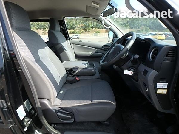 Nissan Caravan 2,5L 2015-4