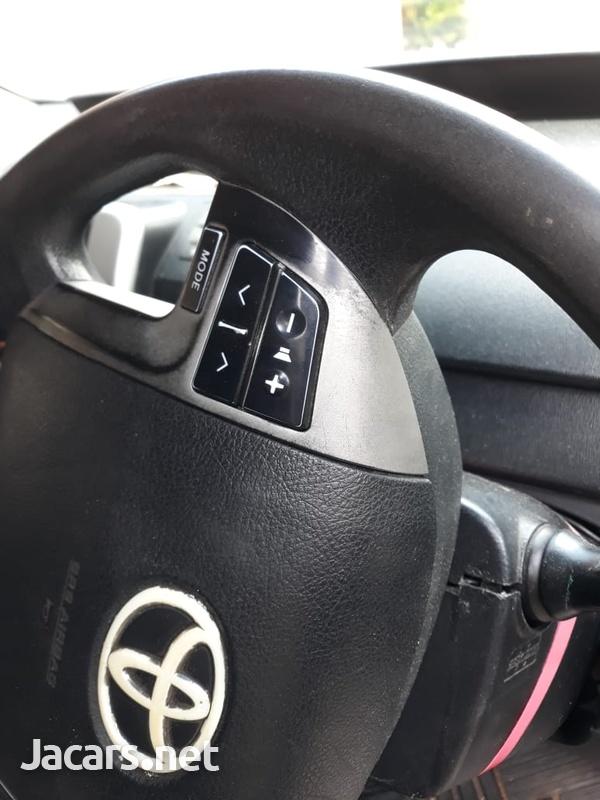 Toyota Noah 2,0L 2011-3