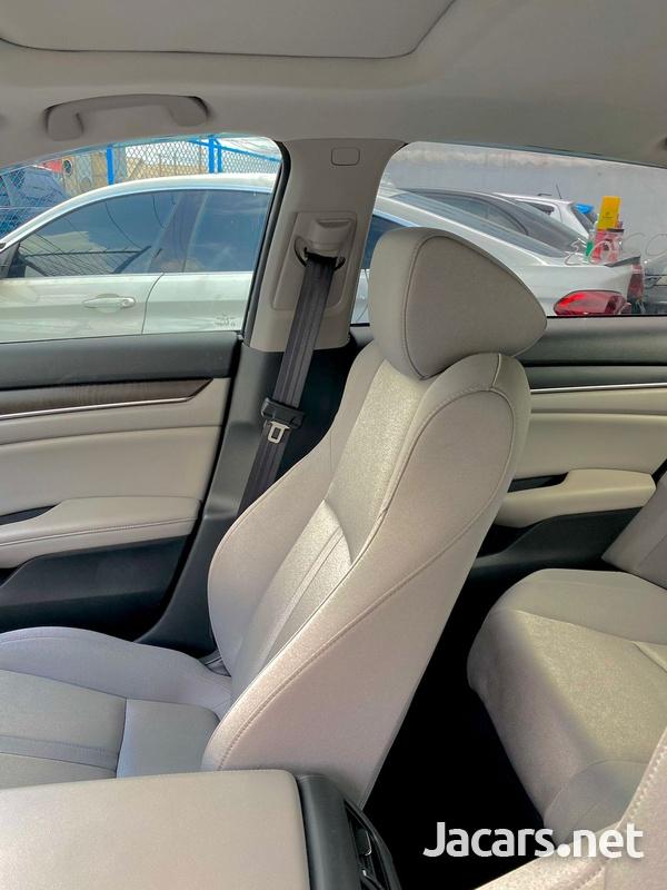 Honda Accord 2,0L 2020-10