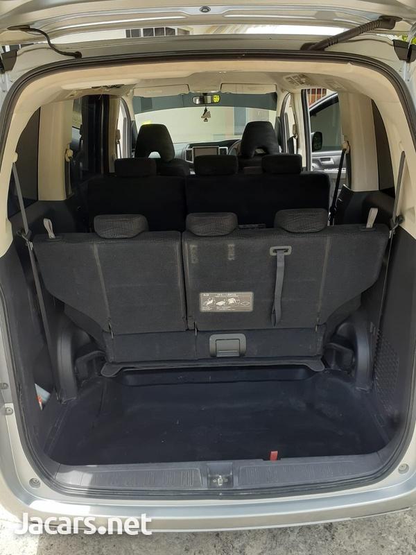 Honda Stepwgn 2,0L 2013-10