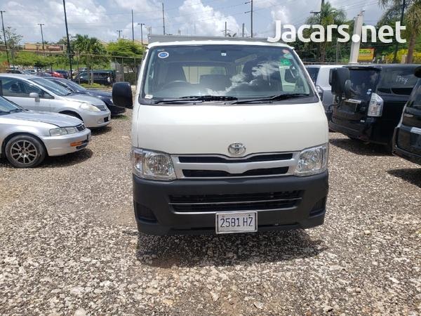 Toyota Hiace 2012-1