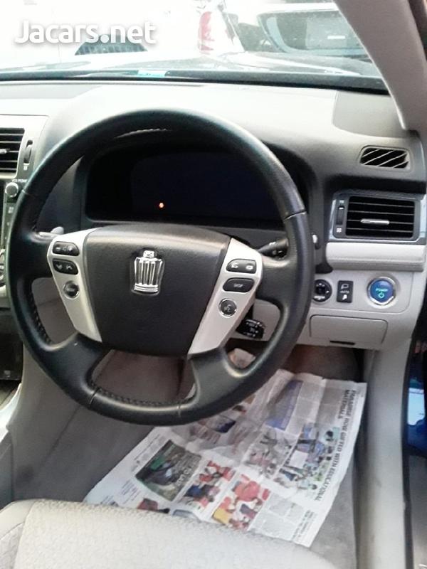 Toyota Crown 2,0L 2013-3