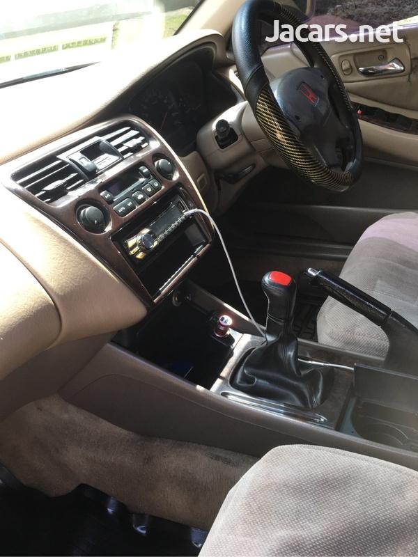 Honda Accord 2,0L 2000-6