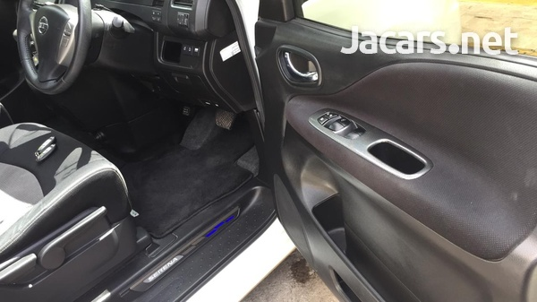 Nissan Serena 2,0L 2012-9