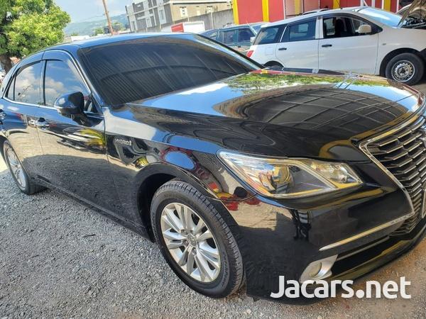 Toyota Crown 1,9L 2014-4