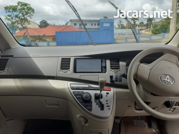Toyota Isis 1,8L 2013-9