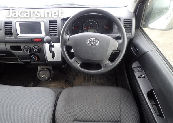 Toyota Hiace Bus 2,0L 2014-6
