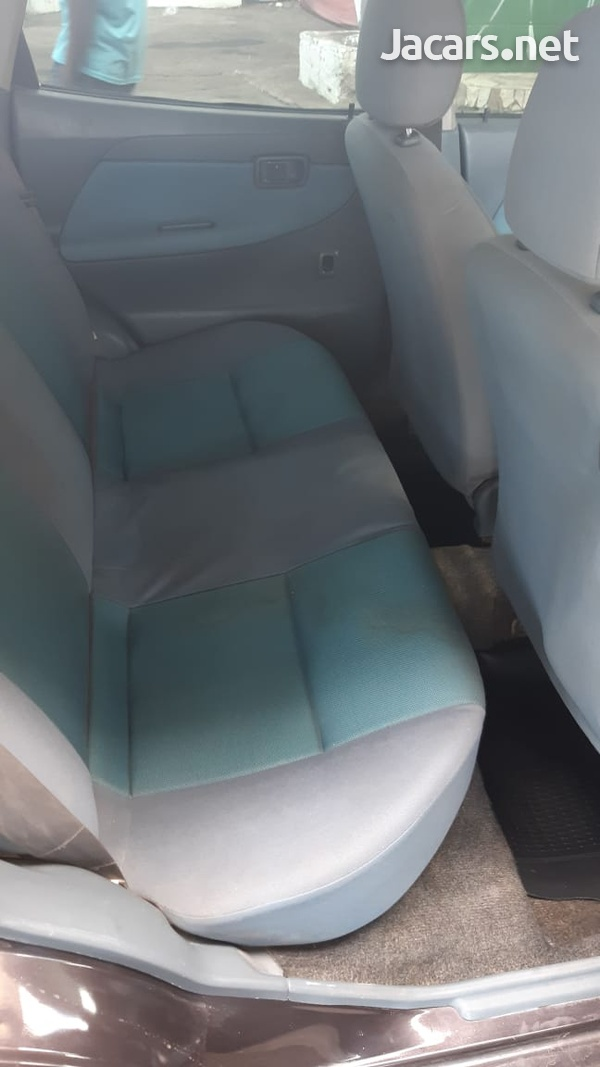 Daihatsu Sirion 1,0L 2003-7
