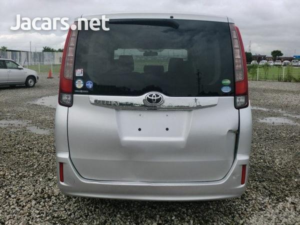 Toyota Noah 1,9L 2015-1