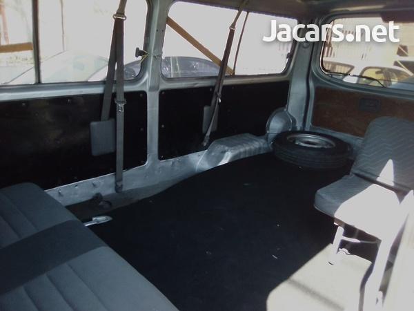 2013 Toyota Hiace Bus-10