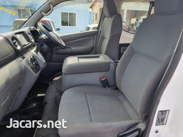 Nissan Caravan 2,5L 2016-12