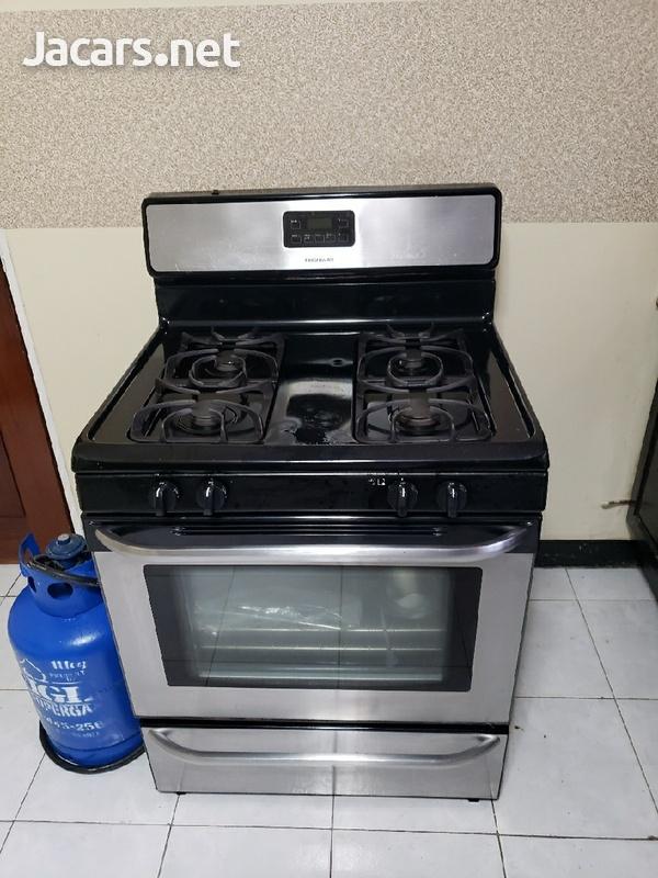 4 burner frigidaire stove.-2