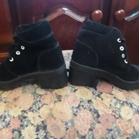 Girl shoe size 7 fit small