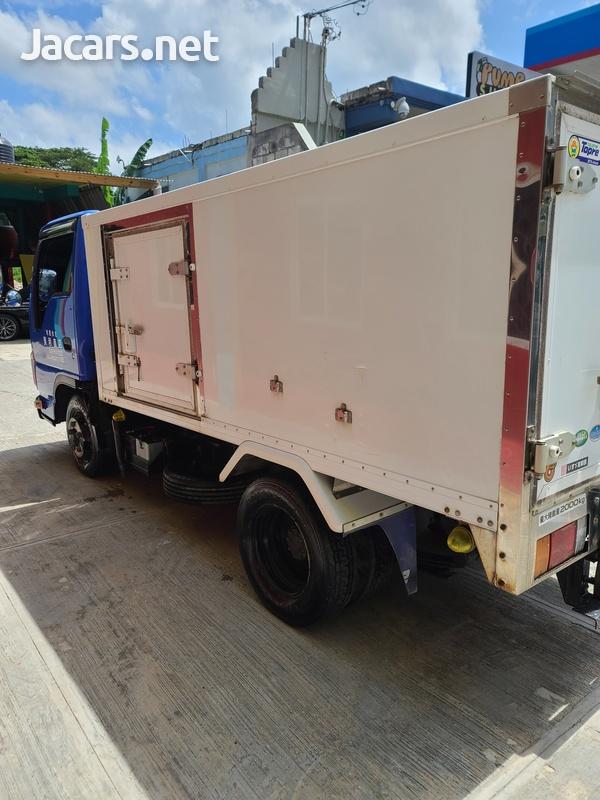 Isuzu Box Body Truck 3,5L 2012-5