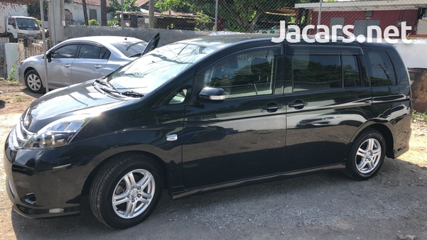Toyota Isis 1,8L 2012-6