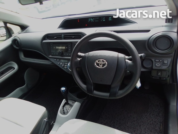 Toyota Aqua 1,6L 2014-10