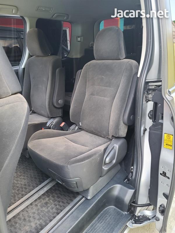 Toyota Voxy 2,0L 2011-14