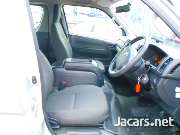 2016 Toyota Hiace Long DX 10 Seater-3