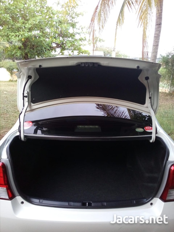 Toyota Axio 1,3L 2014-8
