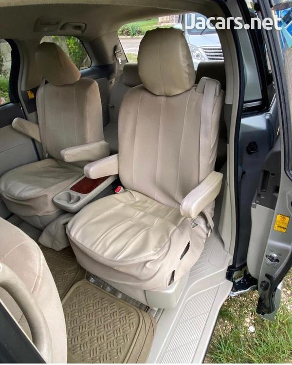 Toyota Estima 1,2L 2011-4