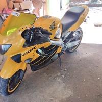 2000 Honda CBR F4 Bike