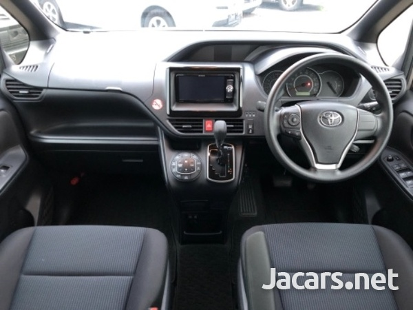 Toyota Voxy 2,1L 2018-1