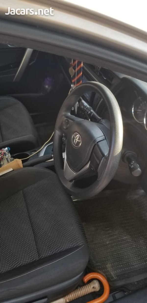 Toyota AURIS 1,8L 2013-8