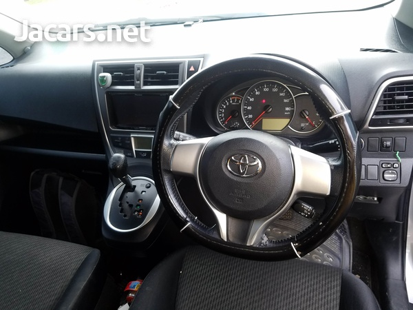 Toyota Ractis 1,5L 2011-4