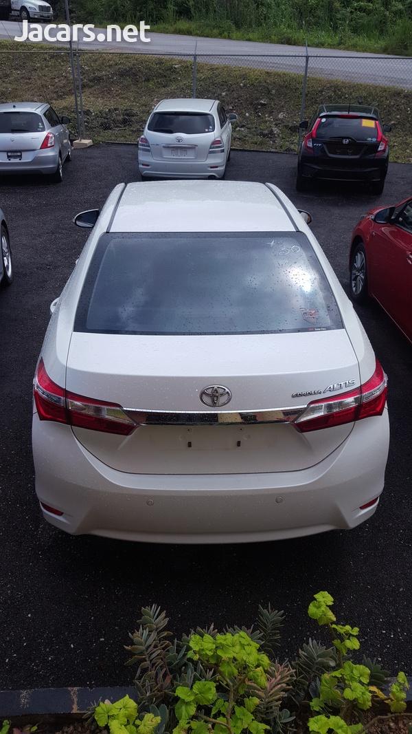 Toyota Corolla Altis 1,5L 2014-4