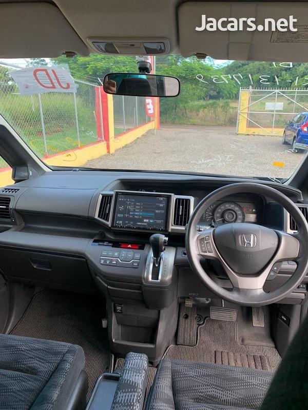 Honda Step wagon 2,0L 2011-7