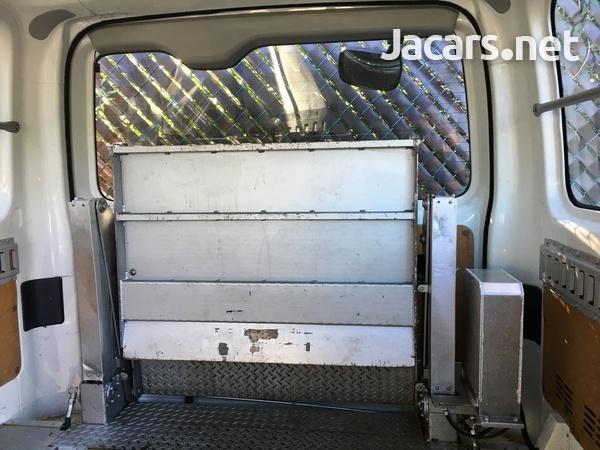 Toyota Hiace Bus 2,0L 2011-4