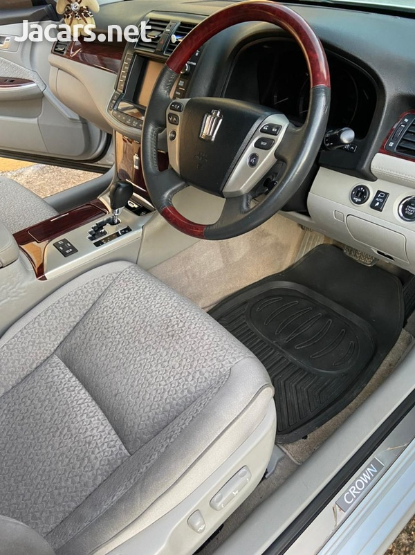 Toyota Crown 2,5L 2012-4
