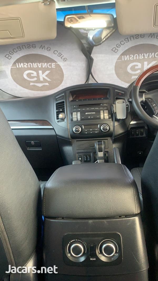 Mitsubishi Pajero 3,0L 2012-11
