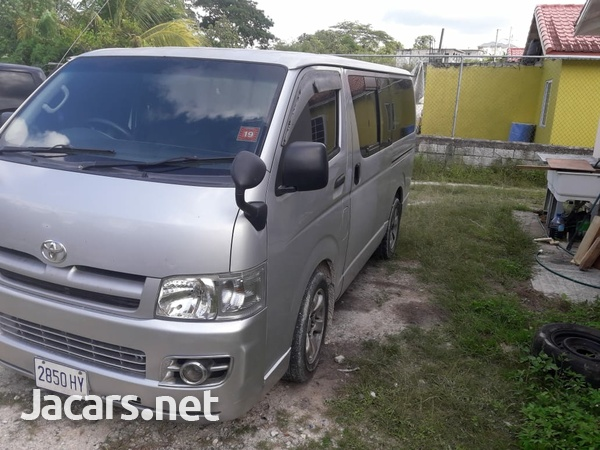 Toyota Hiace Bus 2006-5