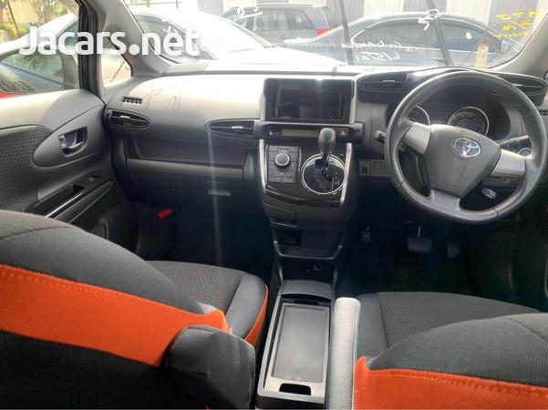 Toyota Wish 2,0L 2013-6