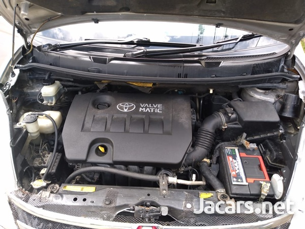 Toyota Isis 1,8L 2010-10