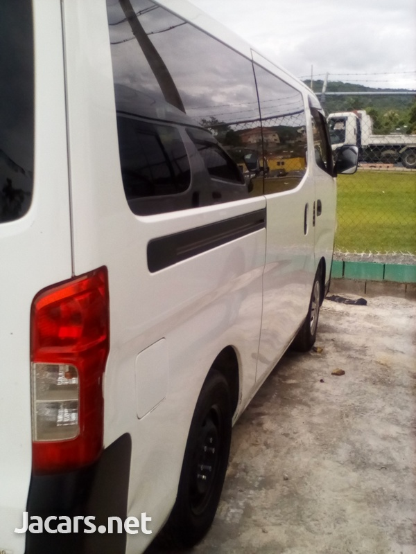 2013 Nissan caravan-4